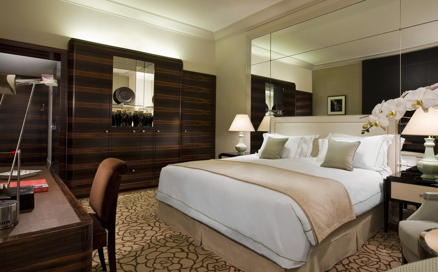 Beautiful chambre luxe paris contemporary design trends for Decoration chambre hotel luxe